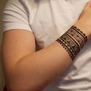 Wristband henna tattoo